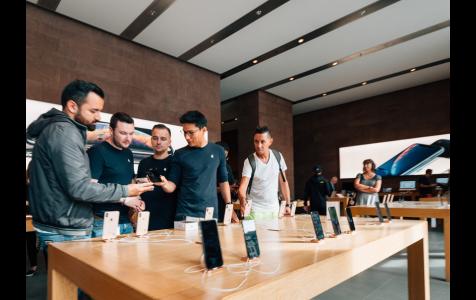 Apple genius in Apple Store