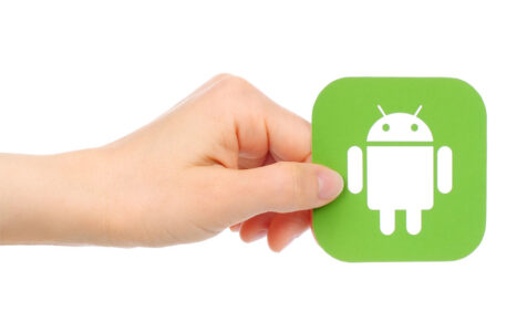 Hands holds Google Android icon