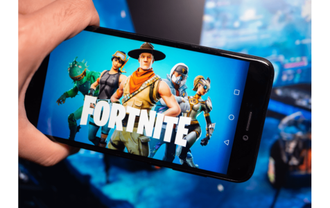 Fortnite blue logo in phone